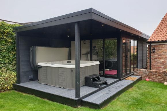Relaxing Garden Room Hot Tub Retreat Bristol